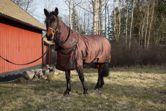 vintertäcke med hals 200 gram brunt